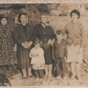 Ευαγγελία Κακαράκη, Ξανθή Κουρντόγλου, Πασχαλιώ με Τέλη και Γαρυφαλλιά